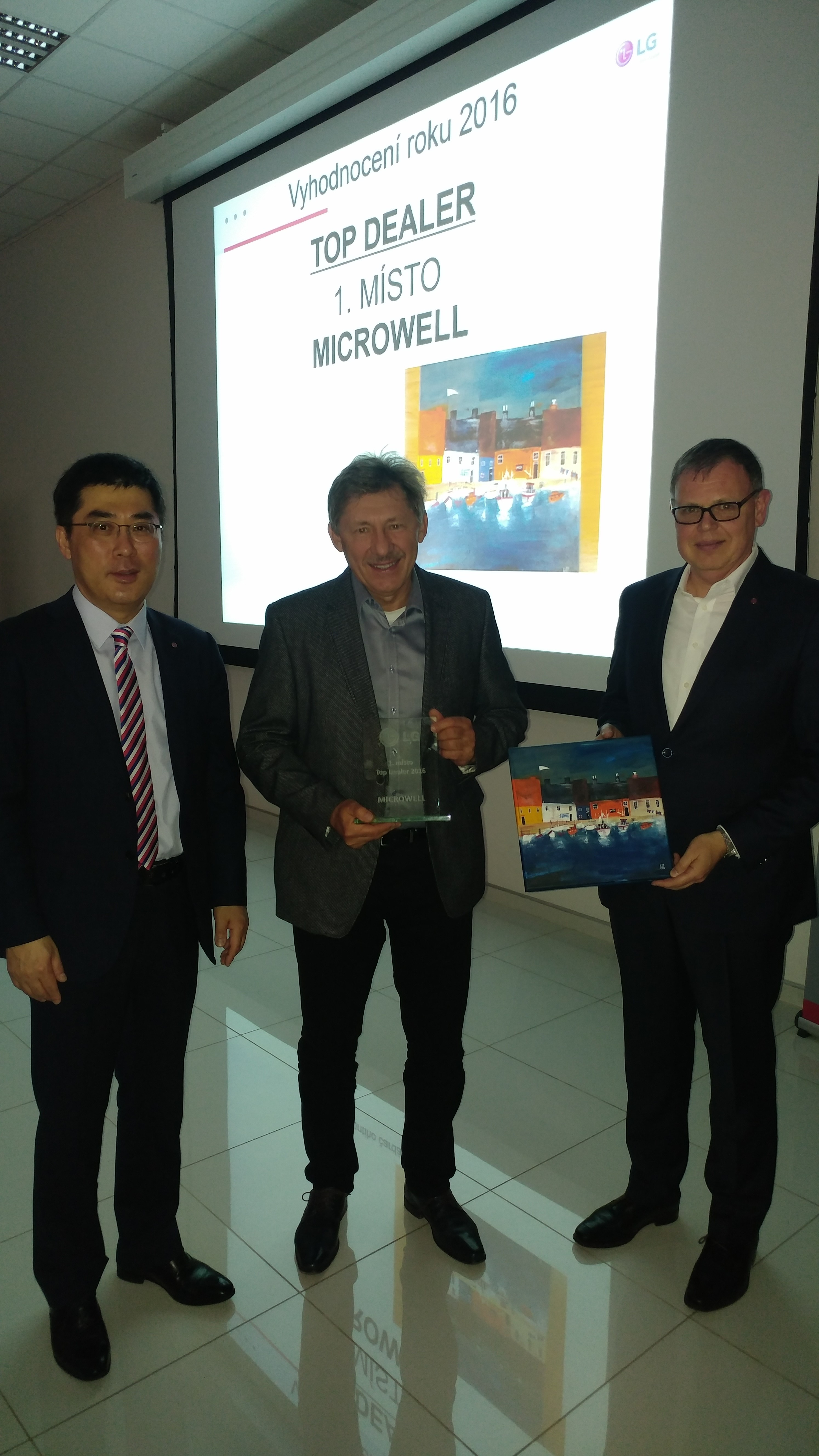 Microwell delares award